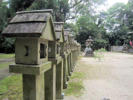 村屋神社の石灯籠