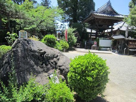 久米寺の薬師如来石