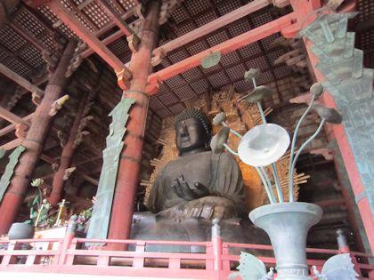 東大寺大仏と花瓶の蓮