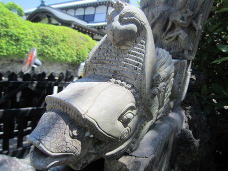 久米寺手水の鶏
