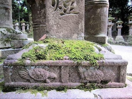蓑亀の石灯籠