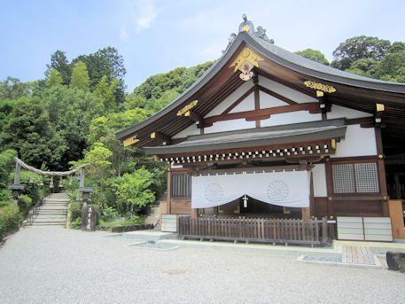 大神神社儀式殿とくすり道