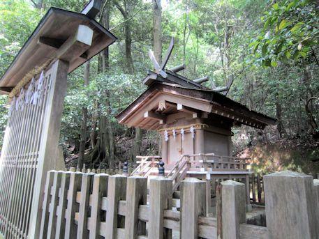大神神社の活日神社
