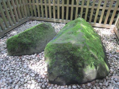大神神社の夫婦岩