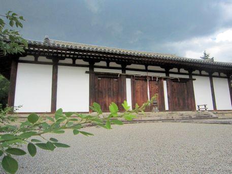 新薬師寺本堂と萩