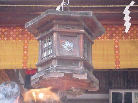 龍田大社の吊り灯籠