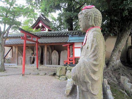 新薬師寺の石仏群
