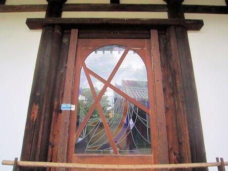 新薬師寺本堂のステンドグラス