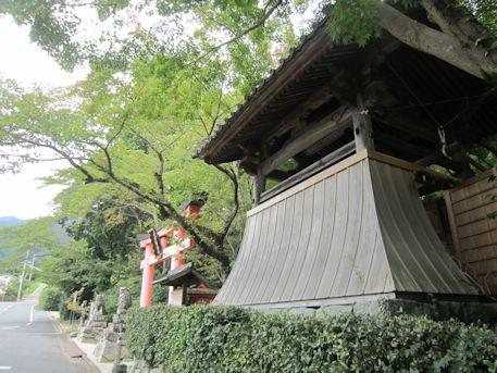 高鴨神社の鐘楼