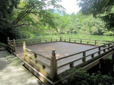 高鴨神社の舞台