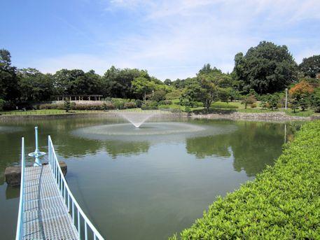屋敷山公園の池