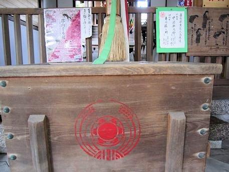 源九郎稲荷神社の賽銭箱