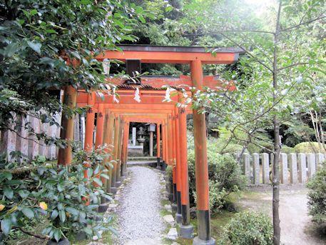 一言稲荷神社の鳥居