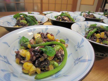 大和肉鶏の古代米サラダ