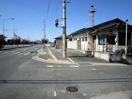 大福交番と耳成山