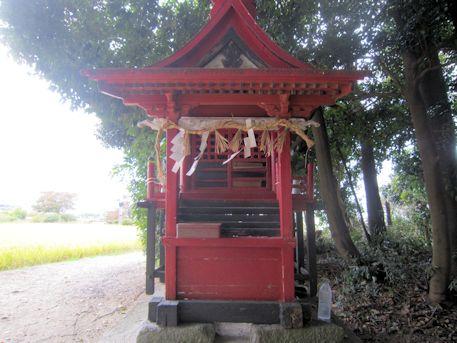 山王神社本殿左横の祠