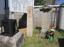 お里沢市の墓
