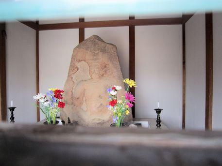 石造伝弥勒菩薩座像