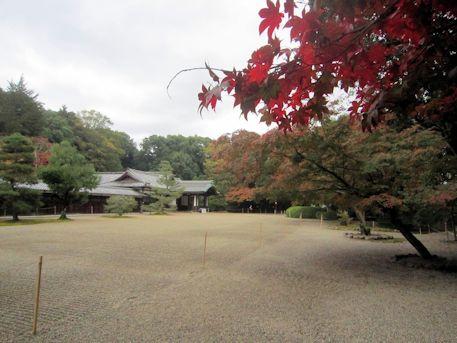 紅葉と勅使館