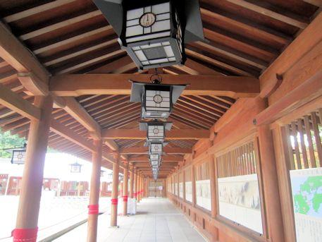廻廊の釣燈籠