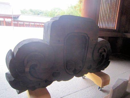 橿原神宮幣殿の鬼板