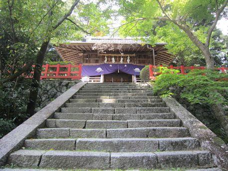 高鴨神社拝殿