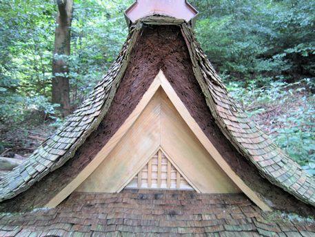 高鴨神社境内社の屋根