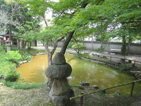 天神社の鏡池