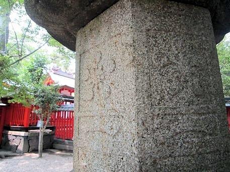 御神紋の石灯籠