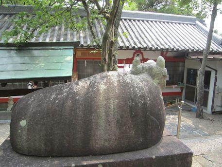 天神社の神牛