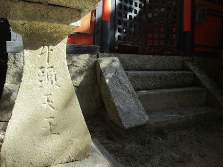 牛頭天王の石灯籠