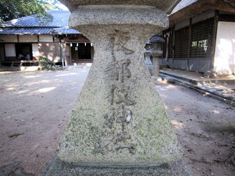 夜都伎神社の石灯籠