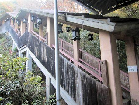 観音堂へ続く階段
