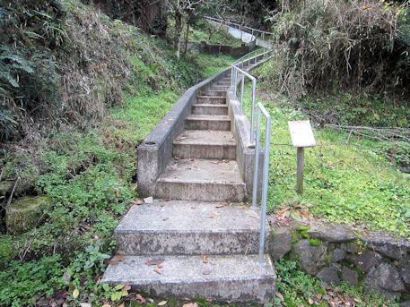 高家春日神社古墳の階段