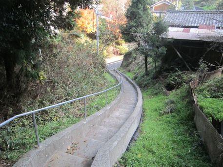 高家春日神社の階段