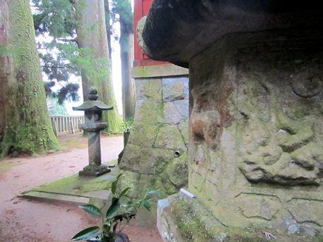 天一神社の石灯籠