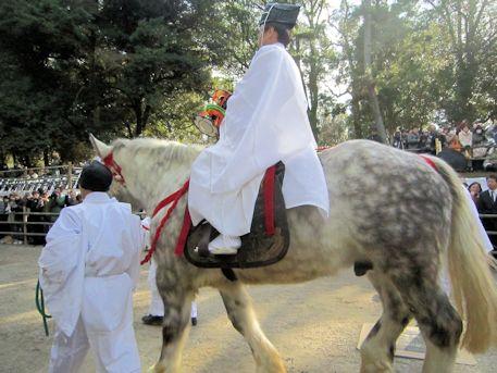 細男座の馬