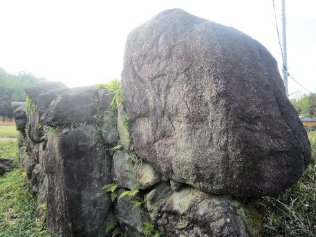 平野古墳の岩