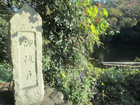 石寸山口神社の祓戸岩