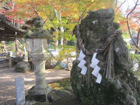 等彌神社の子宝石