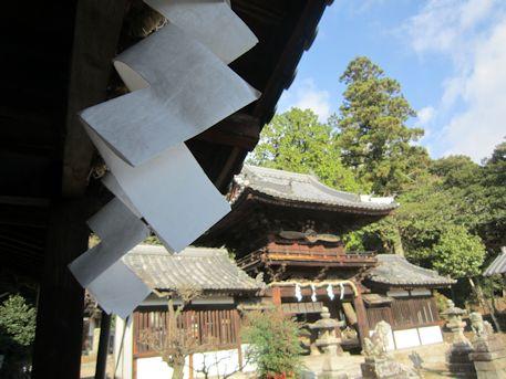 プロペラ楼門と紙垂