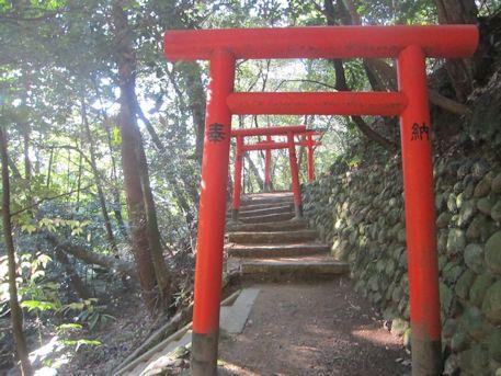 鳥見山稲荷神社の鳥居