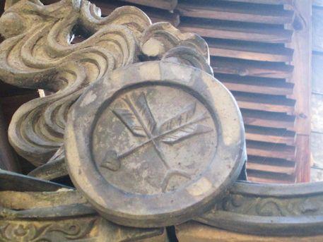 矢田坐久志玉比古神社の屋根瓦