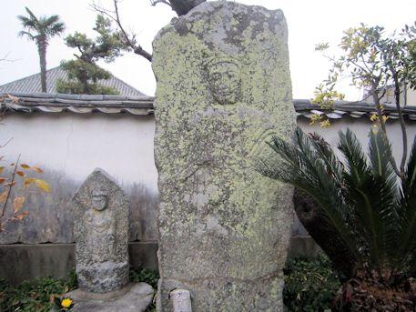 十輪院の石仏