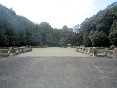 神武天皇陵入口