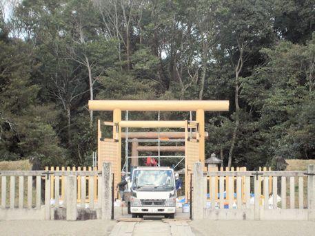 神武天皇陵の工事車両