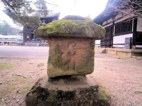 東大寺境内の残欠塔