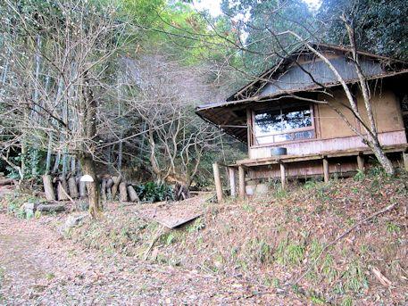 越塚古墳近くの小屋