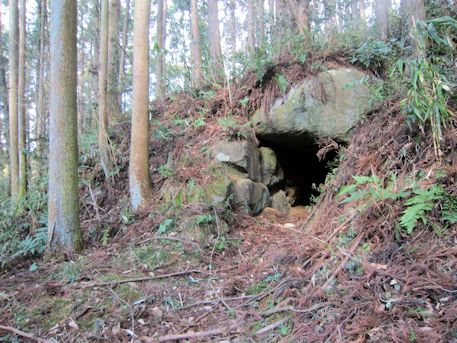 越塚古墳の開口部