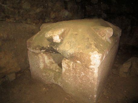 赤坂天王山1号墳の家形石棺